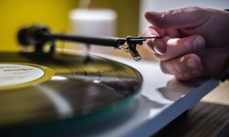 Top 10 Best Automatic Turntable Reviews in 2021